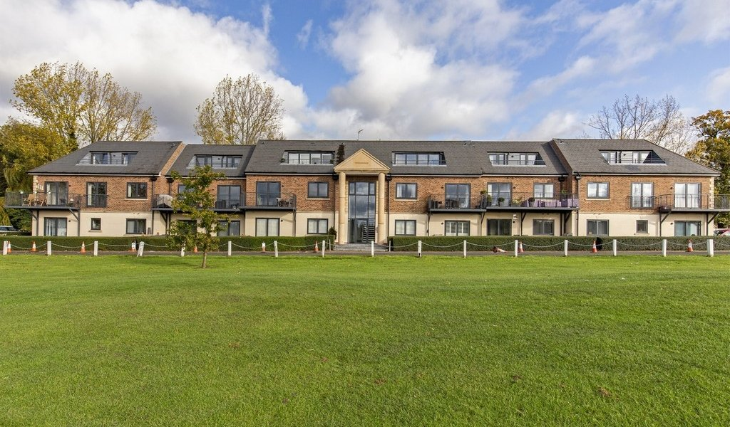 Woolston Manor Apartments, Chigwell